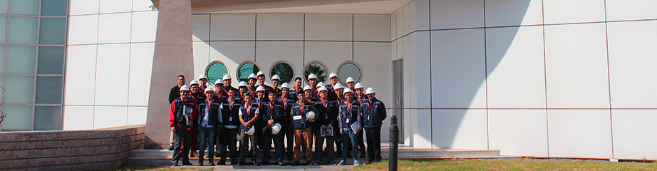 Engineering Students Visit Eaton Plant in Santiago